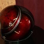 jeux de deco ecailles et dentelle, sous candy apple red, filets gris facon alu brossé