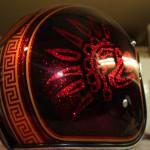 peinture personnalisée en rouge, noir et or sur le theme des Azteques