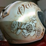 peinture personnalisée assortie a la couleur de la moto...blanc nacré or et filets brun